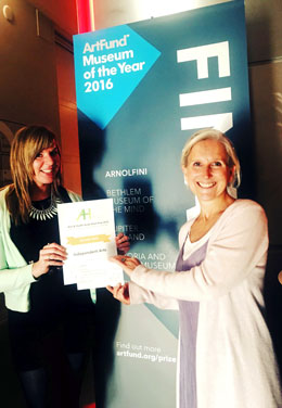Caroline and Kerry collecting the AHSW award